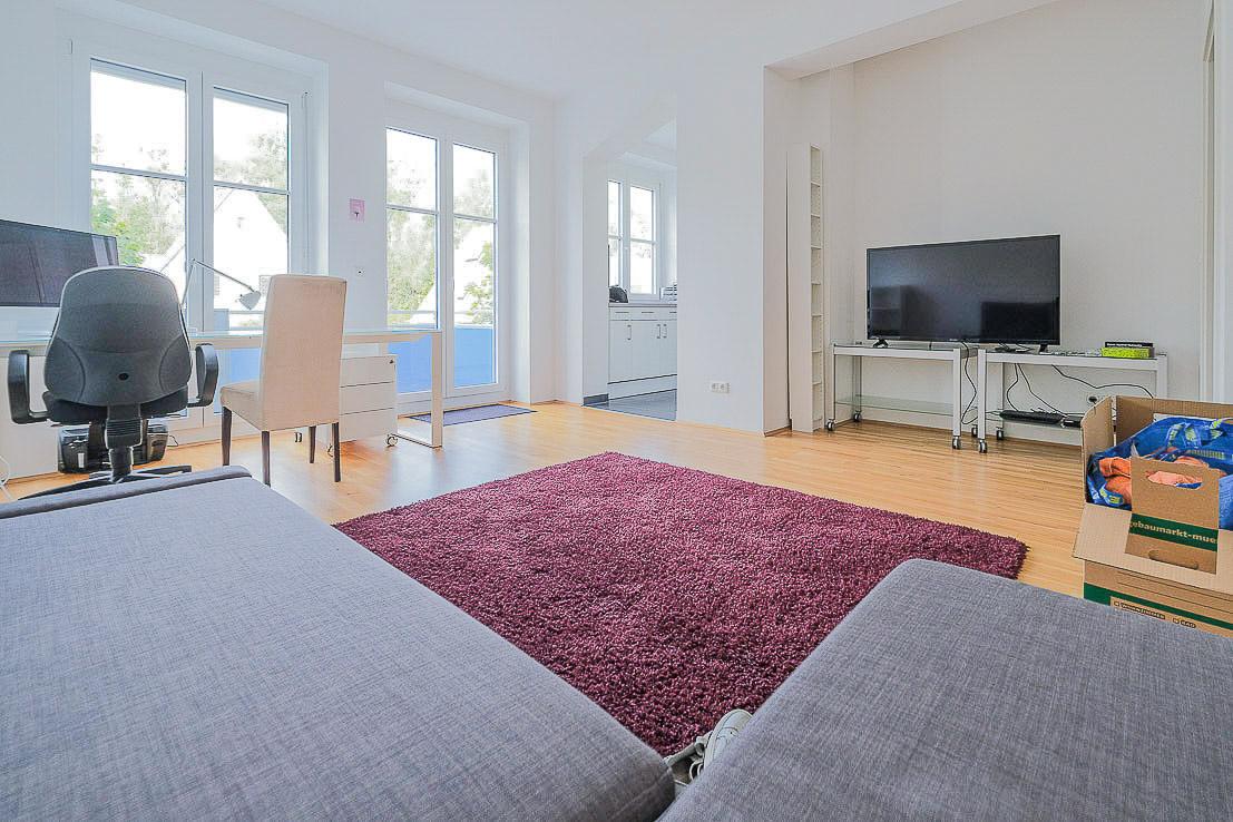 Wohnesszimmer mit Blick in die Küche Ansicht 1
