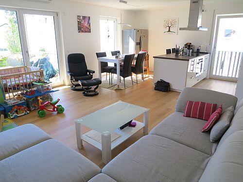 Wohn-Eßzimmer mit offener Küche